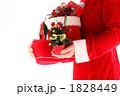 プレゼント 持つ サンタブーツの写真 1828449