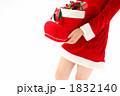 抱える 持つ サンタブーツの写真 1832140