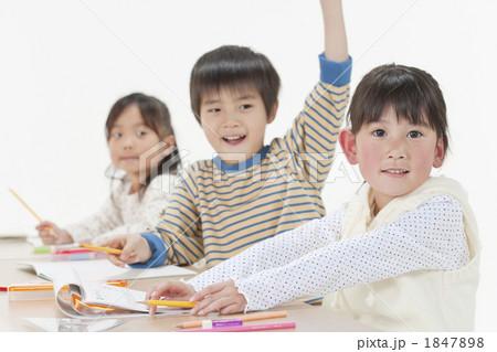 勉強中の子供たち 1847898