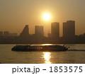夕焼け 客船 水上バスの写真 1853575