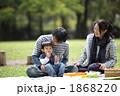 ピクニック 家族 人物の写真 1868220