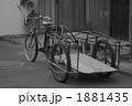 自転車 時代 路地裏 1881435