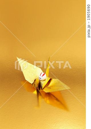 金の鶴の背に乗って飛躍するウサギ 1905690