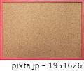 赤枠のコルクボード 1951626