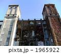 廃墟となっている横濱競馬場跡の秋 1965922