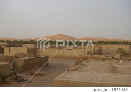 人気のない砂漠の集落 1975489