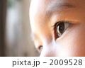 ボディパーツ 見る 男の子の写真 2009528