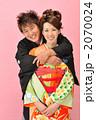 夫婦 和装 人物の写真 2070024