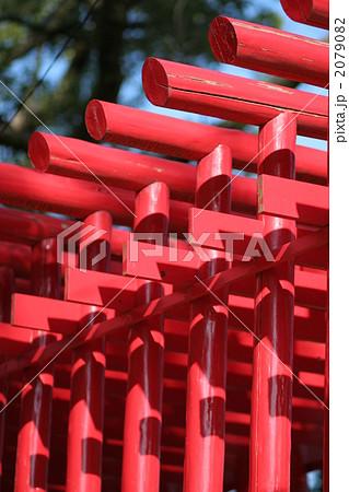 鳥居の赤と綺麗な空気 2079082