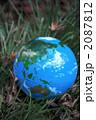 緑の中の地球1 2087812
