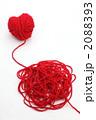 赤い毛糸のハート 2088393