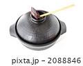 黒い土鍋とお玉 2088846
