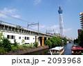 スカイツリーの下を行く東武線と屋形船 2093968
