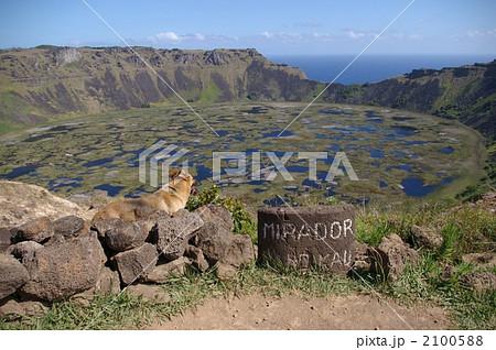 ラノカオ山の火口湖 2100588