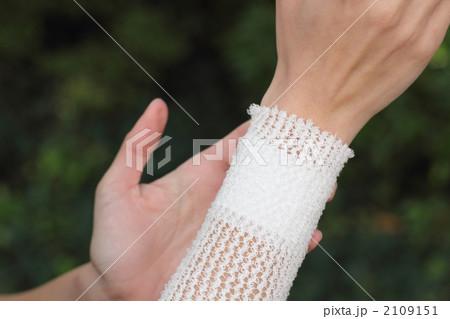 ボディパーツ 女性1人 (手 怪我 手当て 患者 ケガ 処置 負傷 治療 キズ 傷) 2109151