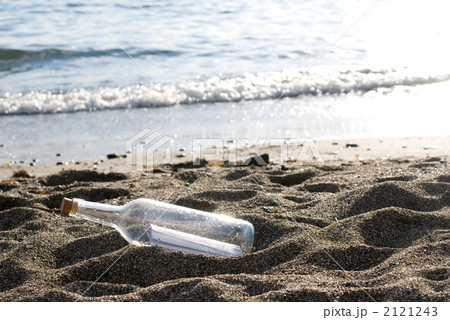 砂浜のメッセージボトル 2121243