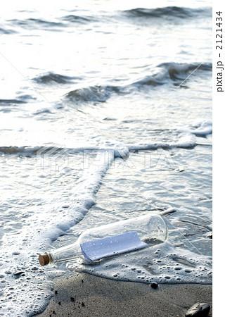 砂浜のメッセージボトル 2121434