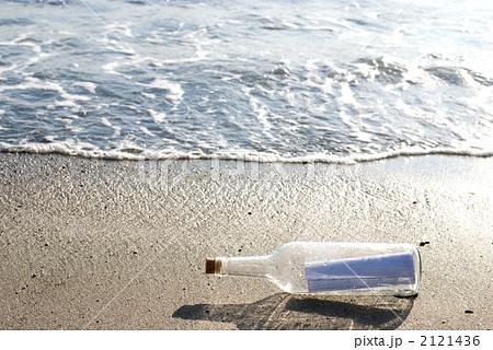 砂浜のメッセージボトル 2121436