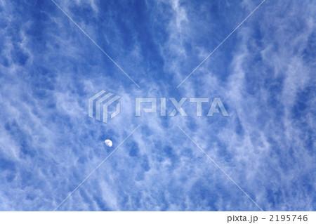 雲の間に浮かぶ月 2195746