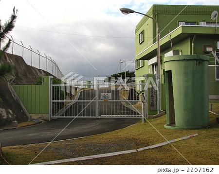 航空自衛隊奄美大島分屯基地の門...