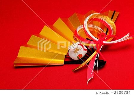 金の扇と辰の置物 横 2012年 2209784