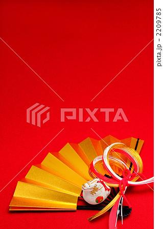 金の扇と辰の置物 縦 2012年 2209785