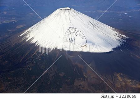富士山・宝永火口空撮の写真素材...