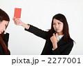 レッドカード ビジネスウーマン 女性の写真 2277001