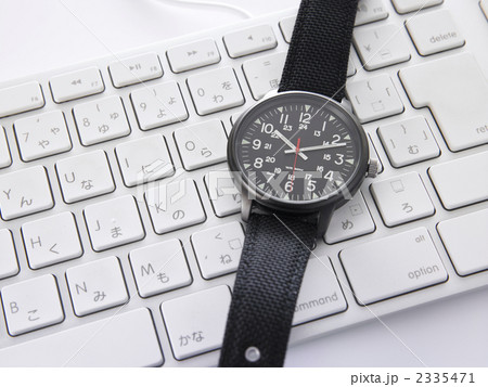 腕時計とキーボード 2335471