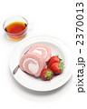 ロールケーキ 苺のロールケーキ 食べ物の写真 2370013