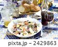 木陰のサラダ料理 2429863