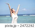波照間島の海とワンピースの女性 2472292