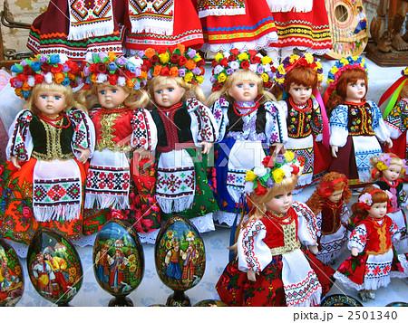 ウクライナ キエフ ウクライナ民族衣装の人形 2501340