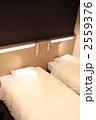 ビジネスホテル-05■ベッド・枕・照明 2559376