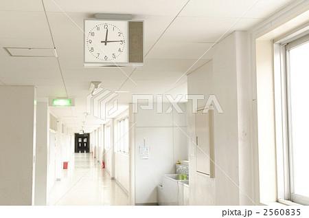 学校の廊下(時計) 2560835
