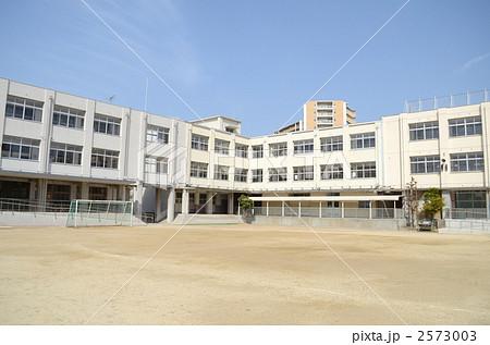 小学校の校庭 2573003