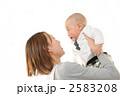 育児 抱く 保母の写真 2583208