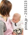 育児 抱く 保育士の写真 2583223