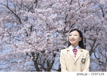 桜と女子高生 2597136