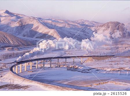 厳冬期の中国内モンゴル自治区「集通線」を走る前進型蒸気機関車 2615526