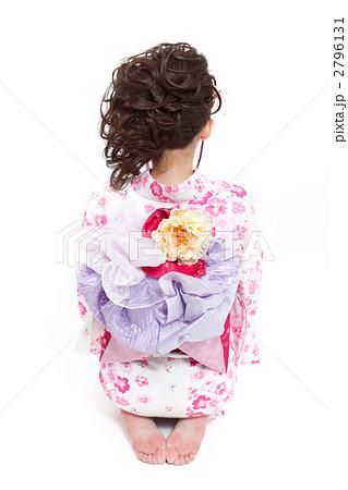 正座する浴衣の女の子 2796131