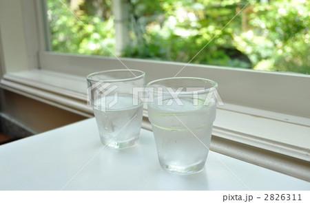 テーブルの上のコップの写真素材 [2826311] - PIXTA
