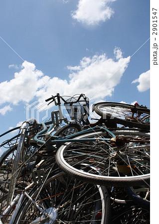 自転車の 自転車 廃棄 無料 : 廃棄自転車の山の写真素材 ...