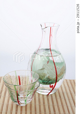 和ガラス冷酒カラフェとおちょこの写真素材 [2911526] - PIXTA