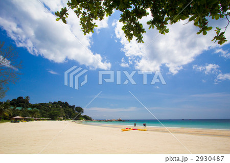 青い空とビーチ 2930487