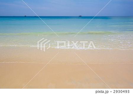 青空と海と波 2930493
