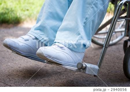 足と車椅子  2940056