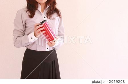 マイボトルを持つ女性 2959208