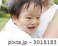 抱っこ 赤ちゃん 親子の写真 3018183