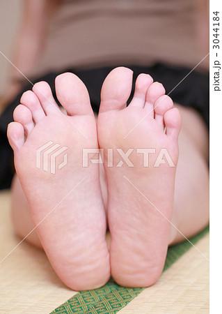 20代女性の足の裏 3044184